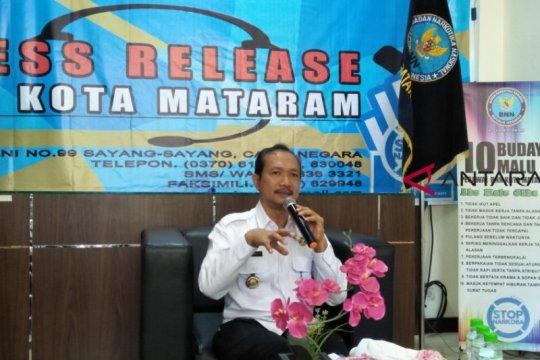 BNNK Mataram lakukan tes urine sopir angkutan Lebaran
