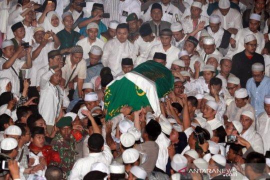 Pemakaman Ustaz Arifin Ilham Page 1 Small
