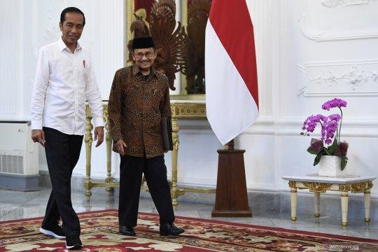 Jokowi terima BJ Habibie di Istana Merdeka
