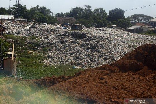 Penyegelan tempat pembuangan sampah ilegal di Cileungsi