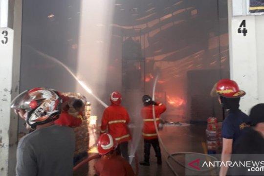 Gudang produk Wings di Pangkalpinang terbakar