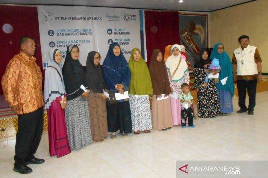 YBM PLN Biak salurkan santunan anak yatim