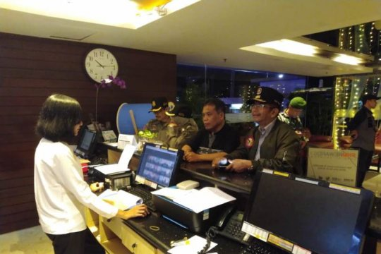 Razia gabungan Pemkot Malang amankan 184 botol minuman keras ilegal