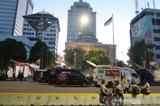 Buka puasa, Jalan Medan Merdeka Barat masih steril