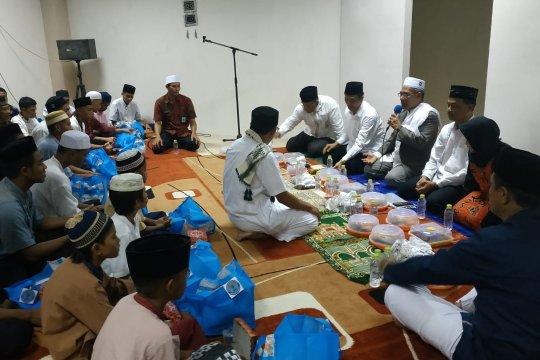 100 anak yatim diajak buka puasa BNNP Malut