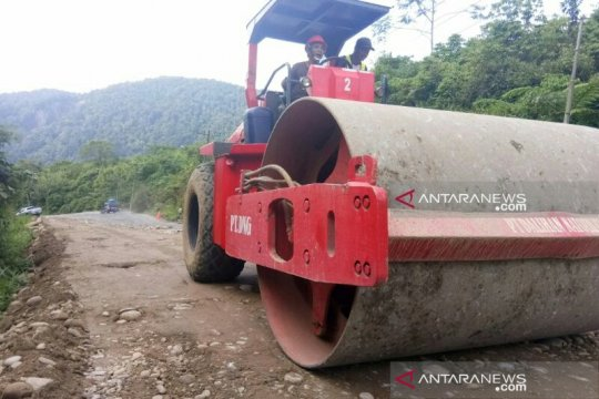 Perlancar arus mudik, jalur lintas tengah Sumatera Tapsel diperbaiki