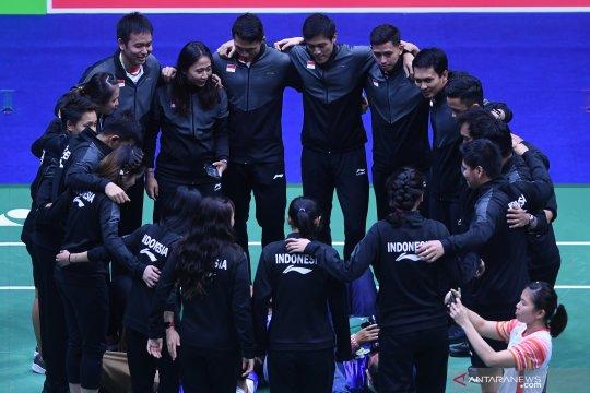 Tim Piala Sudirman Indonesia berdoa sebelum bertanding