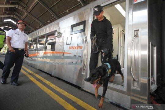 Pengamanan stasiun Gubeng jelang mudik Lebaran