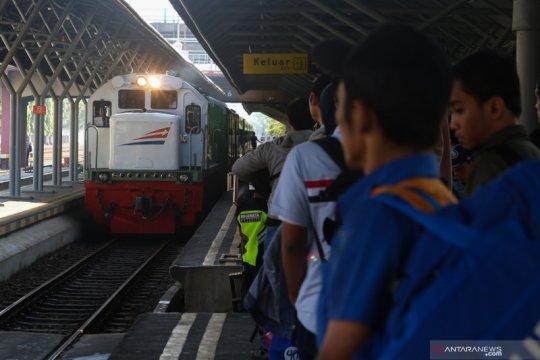 Daop 8 Surabaya total batalkan perjalanan 22 kereta api