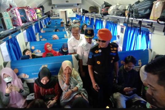 KAI siagakan petugas tambahan di perlintasan kereta api