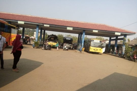 Terminal Bus Mandala Rangkasbitung masih sepi pemudik
