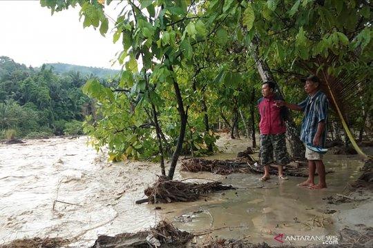 Jalur di lokasi likuifaksi Sigi putus diterjang banjir