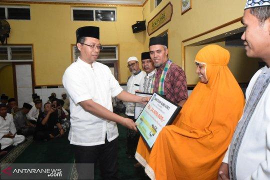 Gubernur NTB serahkan bantuan Rp30 miliar untuk Sumbawa