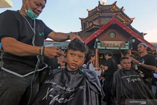 Potong rambut  massal gratis