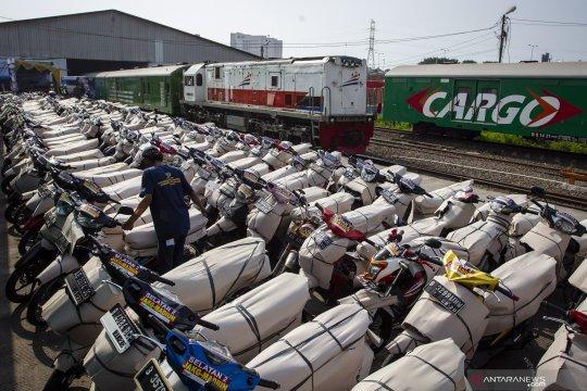Pengiriman sepeda motor pemudik dengan kereta api