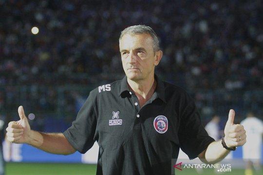 Milomir Seslija minta Arema bermain dengan hati lawan PSM