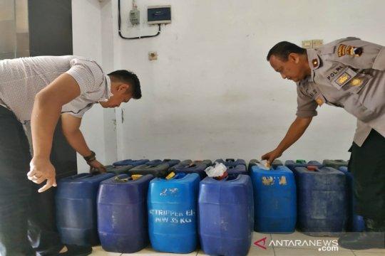 Polisi sita ratusan liter ciu di Solo