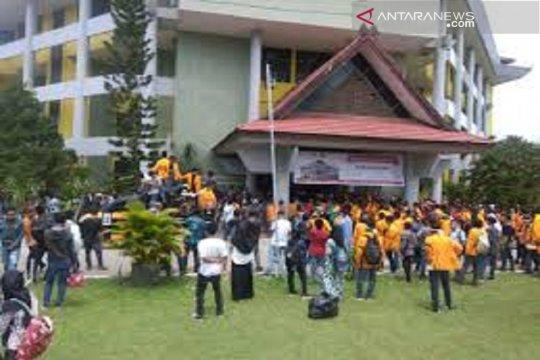 Pahami kinerja media, mahasiswa komunikasi UHO kunjungi RRI Kendari