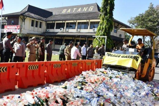 5.100 botol minuman beralkohol dimusnahkan di Batang