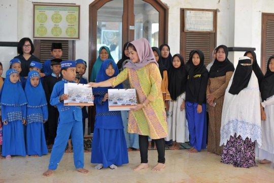 Amman Mineral bagikan 2.300 paket Lebaran di Sumbawa Barat dan Lombok
