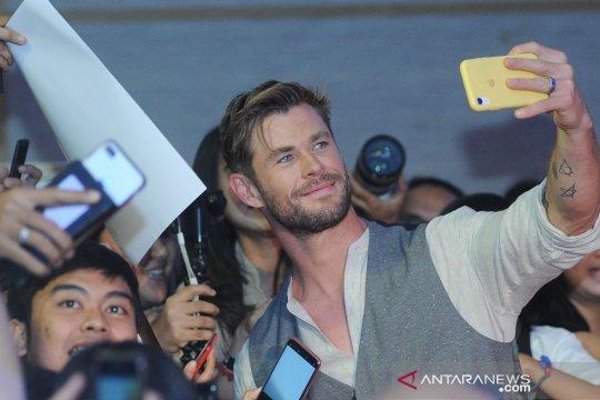 Kemarin, TikTok akan rilis ponsel hingga Hemsworth main wayang di Bali