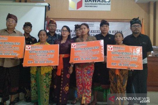 Bawaslu Bali serahkan santunan untuk pengawas pemilu