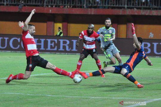 Madura United menang telak 3-0 atas Borneo FC
