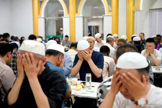 Suasana buka puasa di Shanghai