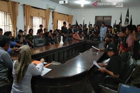 Mahasiswa UHO demo DPRD terkait mahalnya uang kuliah
