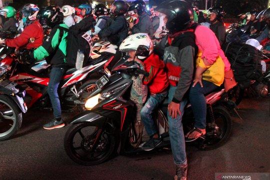Pemudik sepeda motor mulai padati jalan Kalimalang Bekasi
