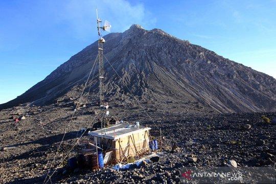 Merapi meluncurkan guguran lava sejauh 870 meter