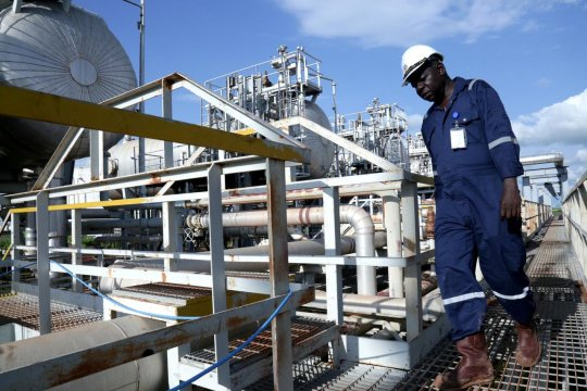 Harga minyak naik tipis, pedagang pantau penutupan pipa bahan bakar AS