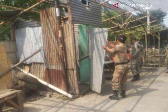 Pemkab Bekasi tertibkan bangunan liar di jalur mudik