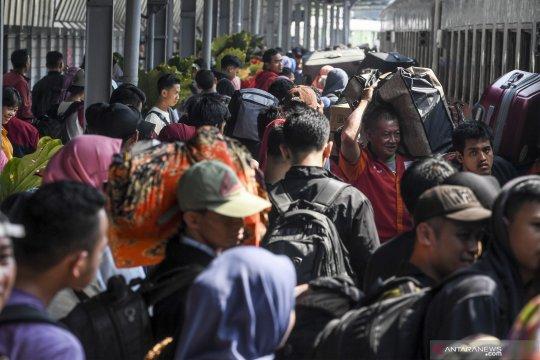 Antisipasi kepadatan pemudik, Daop Surabaya tambah kereta api baru