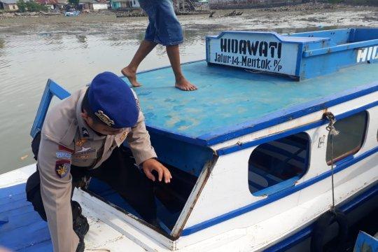 Satpolair periksa kapal di Pelabuhan Lama Muntok