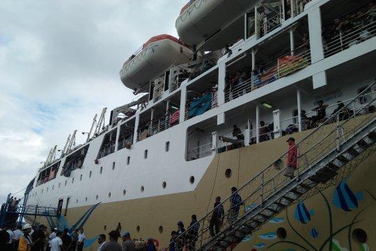 Pemudik masih tunggu dua kapal Pelni masuk Ambon