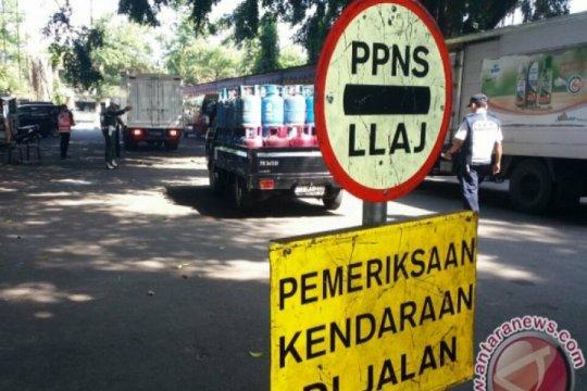 Kendaraan angkutan barang dilarang melintasi jalan nasional