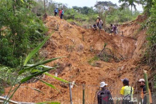 Tanah longsor di KKU menimpa SMPN 4 Kepulauan Karimata