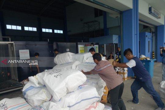 Pengiriman pempek Palembang lewat kargo terus menurun