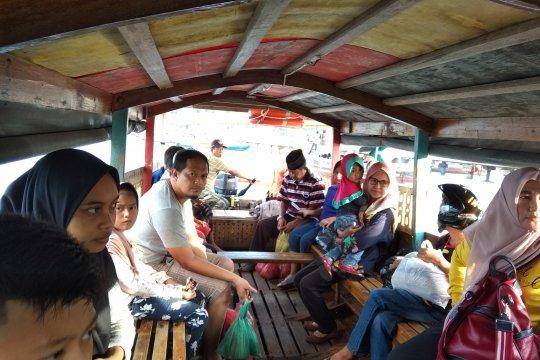 Penumpang perahu tujuan Pulau Penyengat tidak pakai pelampung