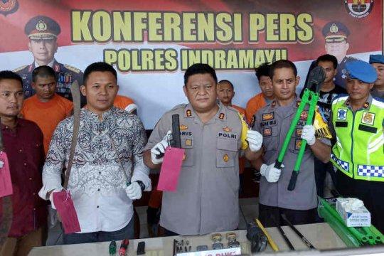 Melawan saat ditangkap, empat begal di Indramayu ditembak