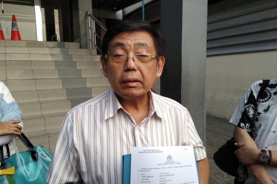"Relawan laporkan FB bernama Rocky Gerung yang tulis ""Jokowi Rakus"""