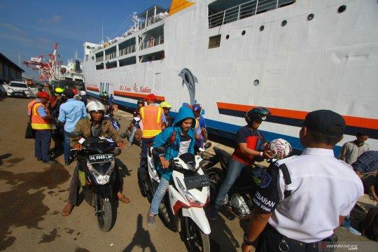 Pemudik kapal laut membludak, KM Kumala angkut penumpang tambahan