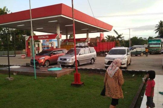 Para pemudik jalan lintas tengah Sumatera bermalam di SPBU