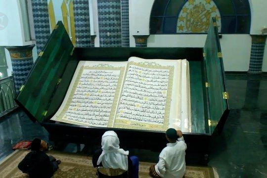 Tadarus Al Quran raksasa di ujung timur Pulau Jawa
