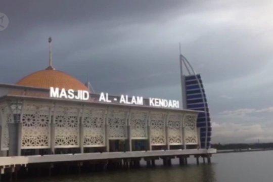 Al-Alam, Masjid terapung di tengah Teluk Kendari