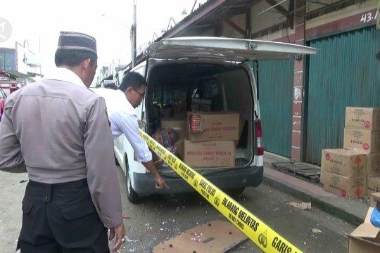 Mobil bermuatan petasan meledak lukai lima orang