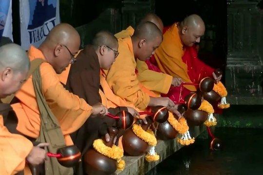 Umat Buddha gelar prosesi pengambilan Air Suci Waisak