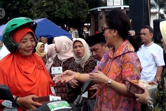 Aksi bagi takjil diwarnai pengobatan gratis
