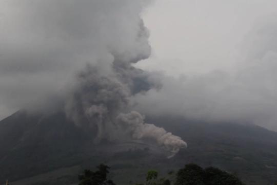 Gunung Sinabung kembali erupsi, kolom abu capai 2.000 meter